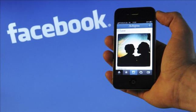 Way 2: How to disable Facebook Location Tracking Using Facebook location sharing