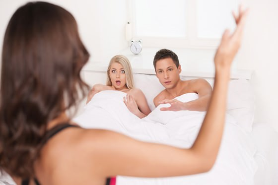 5 effective ways on spying on Husband's Phone without letting Him Knowing